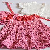 Вязаное платье  панамка и вязаная кофточка для девочки