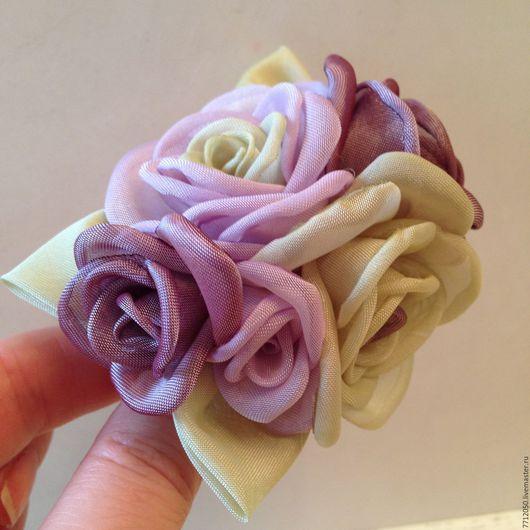 цветы из ткани брошь заколка зажим нежная весна подарок девушке женщине подарок на любой случай оригинальная брошь необычное украшение салатовый сиреневый бледно-сиреневая брошь