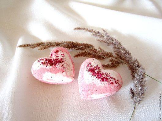 """Бомбы для ванны ручной работы. Ярмарка Мастеров - ручная работа. Купить Бомбочки для ванны Premium """"Земляника"""", шебби, сердце, розовый, белый. Handmade."""