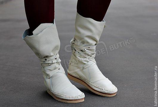 Обувь ручной работы. Ярмарка Мастеров - ручная работа. Купить Сапоги-Мокасины из фактурной молочной кожи  С ЗАКЛЕПКАМИ. Handmade.