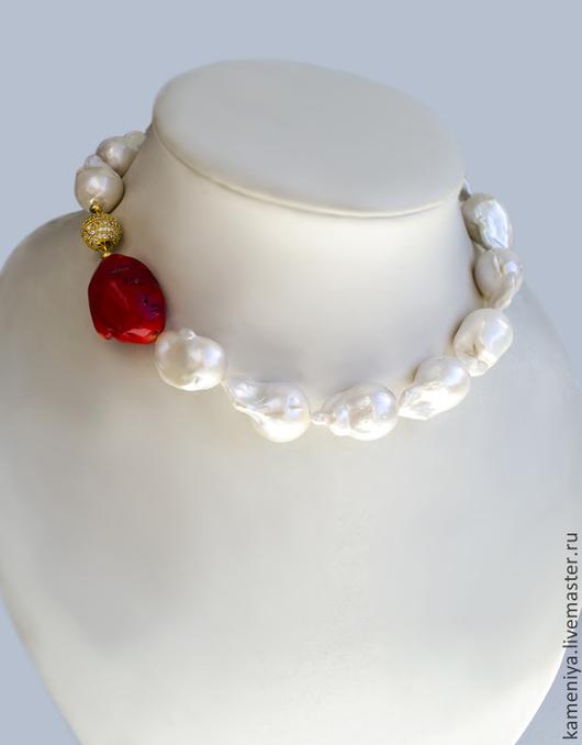 Колье, бусы ручной работы. Ярмарка Мастеров - ручная работа. Купить Ожерелье из крупного жемчуга Барокко и красного коралла OCEAN. Handmade.