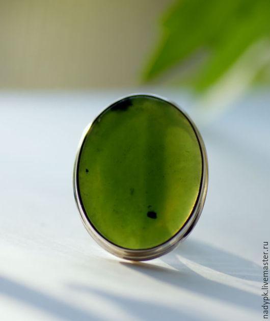 """Кольца ручной работы. Ярмарка Мастеров - ручная работа. Купить Кольцо с нефритом """"Прекрасная зеленая"""", серебро. Handmade. Зеленый"""