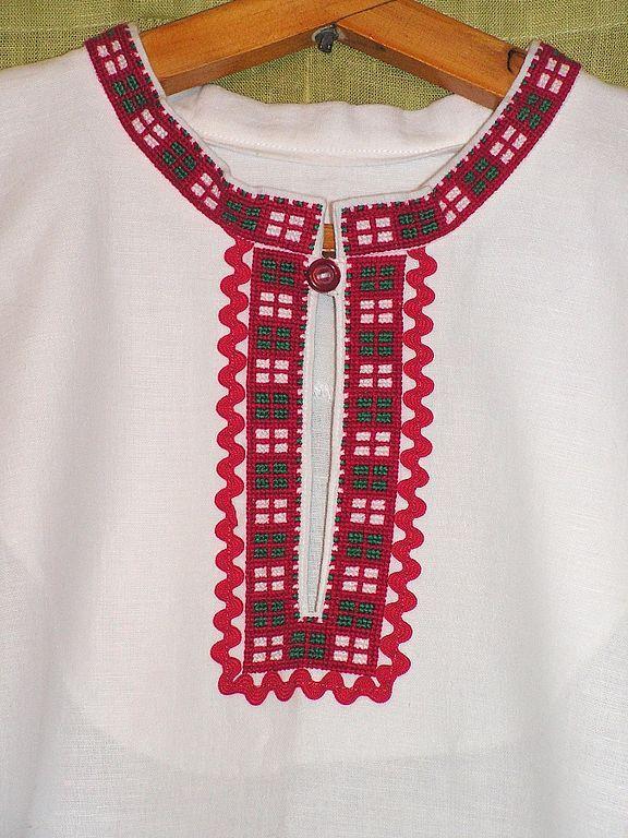 Купить платочек с ручной вышивкой и кружевом - платок