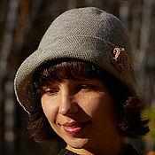 Аксессуары ручной работы. Ярмарка Мастеров - ручная работа Серая вязаная женская шляпка шапка на осень весну зиму с розой. Handmade.