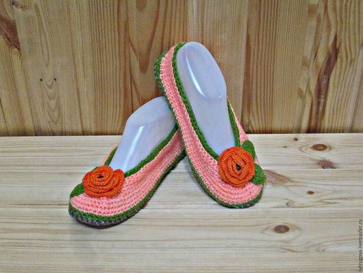 Домашняя обувь. Домашние тапочки. Тапочки купить. Балетки вязаные. Балетки крючком.