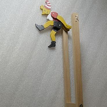 Куклы и игрушки ручной работы. Ярмарка Мастеров - ручная работа Игрушка акробат на турнике.. Handmade.