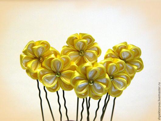 """Заколки ручной работы. Ярмарка Мастеров - ручная работа. Купить Шпильки для волос из атласных лент канзаши """"Незабудки"""" желтые. Handmade."""