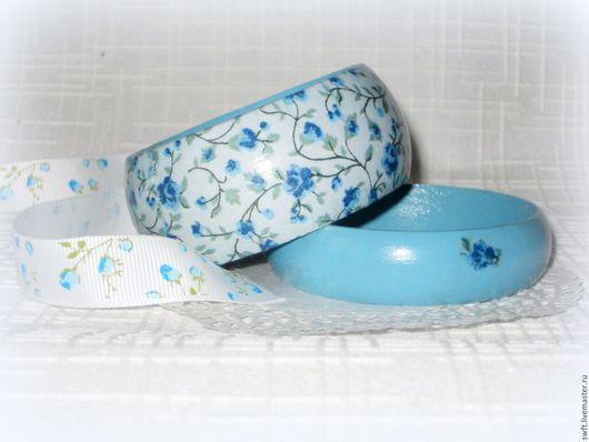 голубой синий в цветочек романтичный женский недорогой деревянный браслет серьги подарок что подарить девушке женщине сестре подруге маме жене 8 марта день рождения ситцевую свадьбу дерево