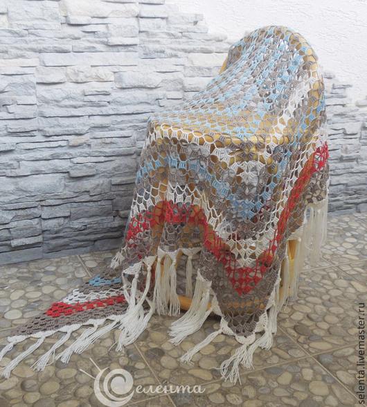 Шаль `Рассвет` вязаная, ажурная, полушерсть, вязание крючком, белый, красный, голубой, бежевый