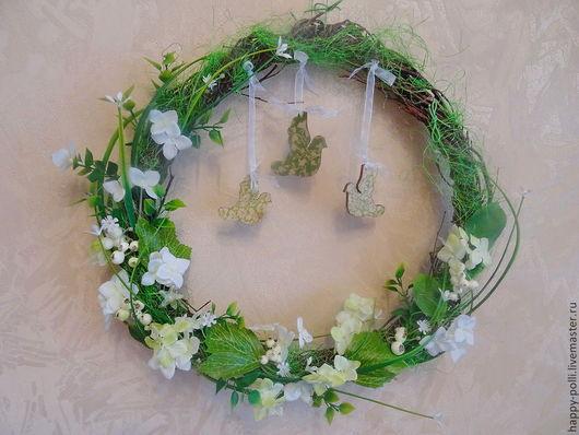 Комплект веночков, выполнен из берёзовых веточек, декорирован зеленью, цветочками гортензии, ягодками, птички выполнены в технике декупаж! Очень красивый, нежный комплект, от которого так и веет весно
