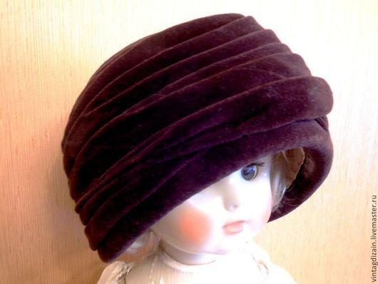 Красивая, шоколадного цвета бархатная шляпка.  Подкладку легко снять и постирать или заменить.Размер 55-56. Элегантная классика.