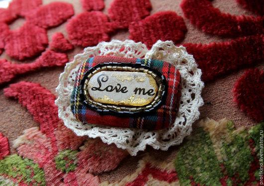"""Броши ручной работы. Ярмарка Мастеров - ручная работа. Купить брошь """"LOVE ME"""". Handmade. Ярко-красный, любовное послание"""