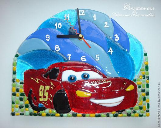 """Часы для дома ручной работы. Ярмарка Мастеров - ручная работа. Купить Часы по мультику Тачки """"Молния Маккуин"""" из стекла. Фьюзинг. Handmade."""