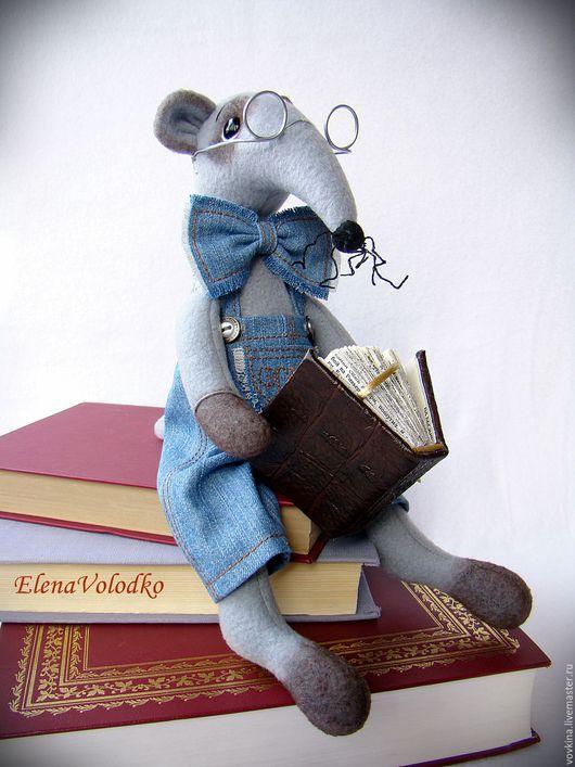 Игрушки животные, ручной работы. Ярмарка Мастеров - ручная работа. Купить Длинноносик Фома ( крыс - книголюб). Handmade. Серый