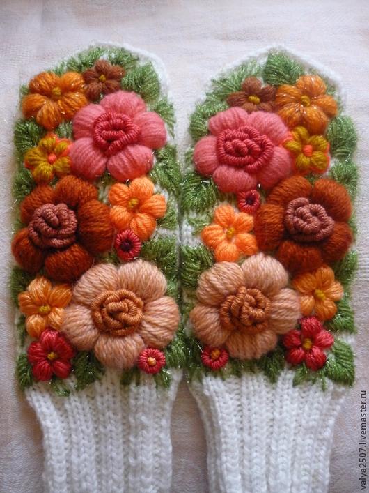 """Варежки, митенки, перчатки ручной работы. Ярмарка Мастеров - ручная работа. Купить Варежки с вышивкой """"Янтарь"""". Handmade. Цветочный"""