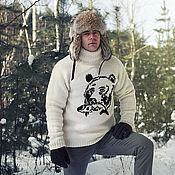 Свитеры ручной работы. Ярмарка Мастеров - ручная работа Белый вязаный мужской свитер (ручная работа) Медведь на охоте. Handmade.