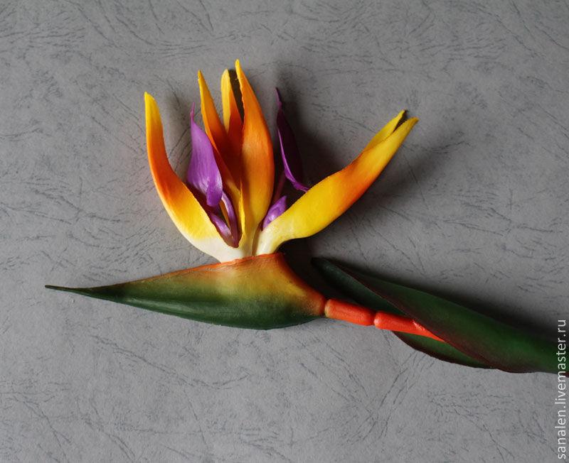 Искусственная стрелиция цветок