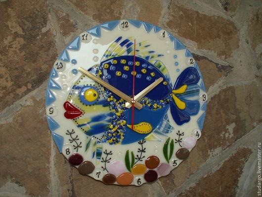 """Часы для дома ручной работы. Ярмарка Мастеров - ручная работа. Купить Часы настенные  """"Диковинная рыбка-2""""(фьюзинг). Handmade. Синий"""