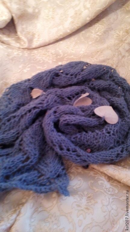 Шарф ажурный, синий, с бусинами и листочками