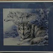 Картины и панно ручной работы. Ярмарка Мастеров - ручная работа Картина вышитая ``Волчья пара`` в багете. Handmade.