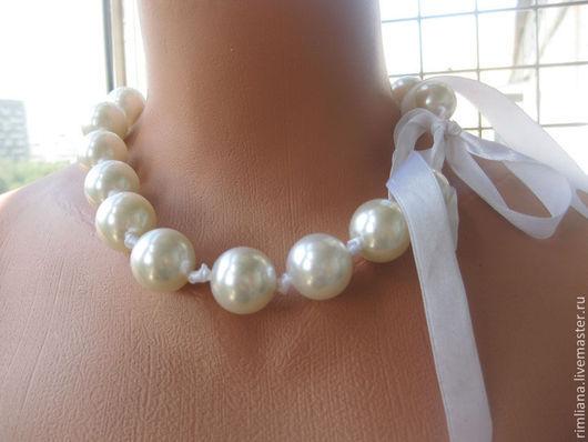 """Колье, бусы ручной работы. Ярмарка Мастеров - ручная работа. Купить . Ожерелье """"Шары на ленте""""- белый жемчуг. Handmade. Сексуальное"""