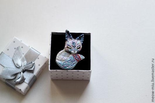 Броши ручной работы. Ярмарка Мастеров - ручная работа. Купить Снежная белая лисичка (лиса) брошь из полимерной глины. Handmade.