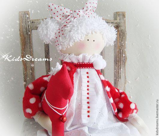 """Куклы Тильды ручной работы. Ярмарка Мастеров - ручная работа. Купить Куколка """"Горошинка"""". Handmade. Ярко-красный, снежный, тильда"""