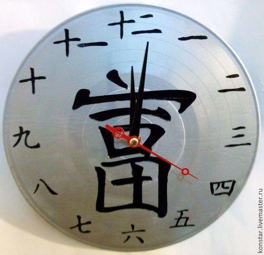 Часы для дома ручной работы. Ярмарка Мастеров - ручная работа. Купить фен-шуй настенные часы из пластинки. Handmade. Серебряный