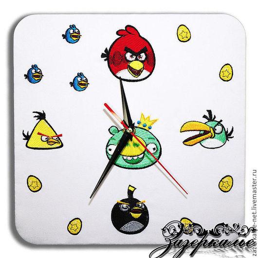 """Часы для дома ручной работы. Ярмарка Мастеров - ручная работа. Купить Часы с вышивкой """"Angry Birds"""". Handmade. Подарок на новый год"""
