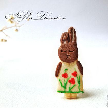 Милая зайка, брошь зайка, шоколадный заяц, брошь ручной работы, яркая брошь, купить брошь, брошь купить, милая брошь, красивая брошь, оригинальная брошь, брошка, изготовление брошей, магазин брошей