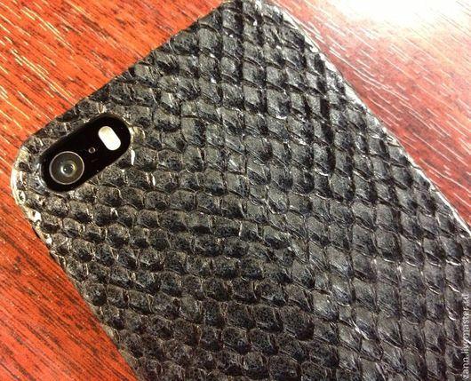 Для телефонов ручной работы. Ярмарка Мастеров - ручная работа. Купить Чехол из кожи рыбы для iPhone 5/5S. Handmade. Черный