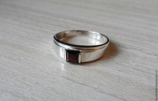 Кольца ручной работы. Ярмарка Мастеров - ручная работа. Купить Серебряное кольцо с гранатом. Handmade. Серебро 925 пробы