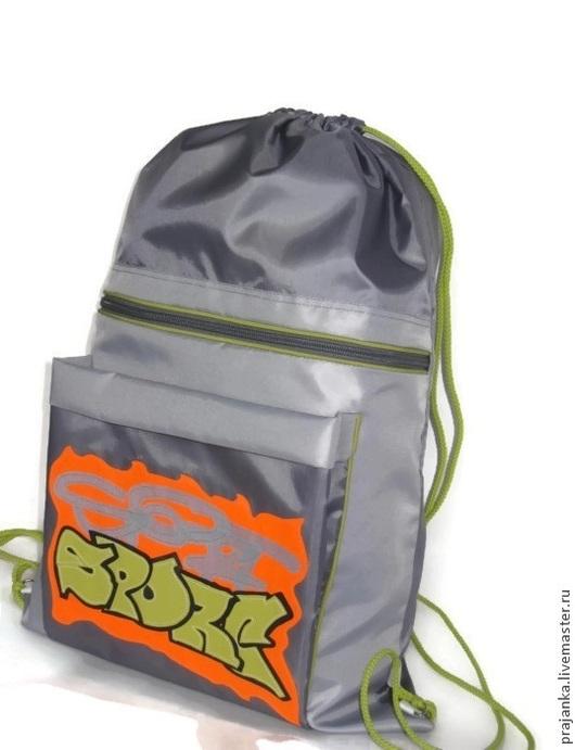 Если ваш ребенок собирается в летний загородный лагерь, то такой мешок ему просто необходим: привезти в нем баранки-вафли-шоколадки-чипсы,  положить купальник (плавки) и полотенце по дороге на речку,