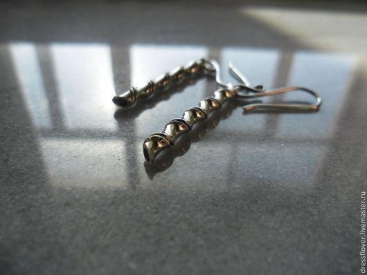 Серебряные серьги в стиле минимализм. Авторское серебро ручной работы.