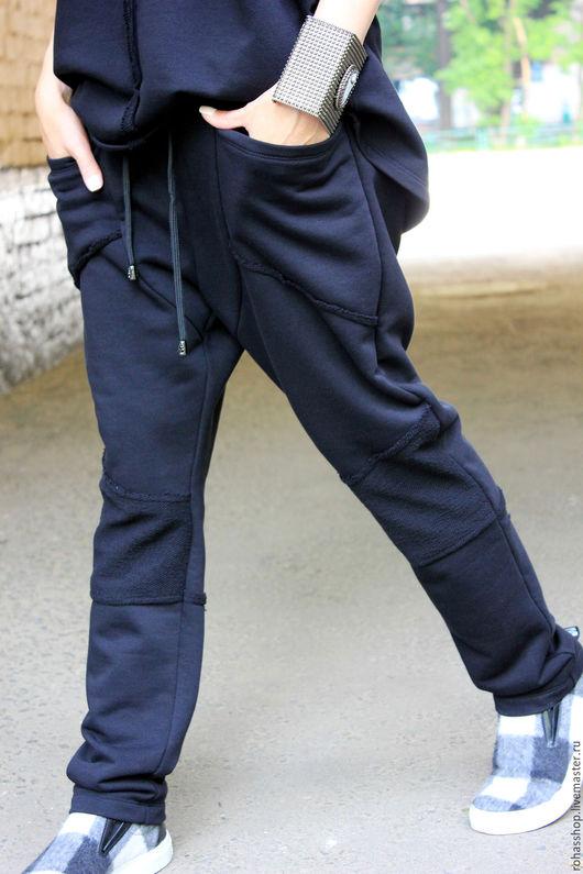 R00069 Стильные брюки из плотного, трикотажного хлопка, с карманами, талия на резинке. Свободная модель в стиле гранж. Это городской , свободный стиль для тех, кто любит комфорт