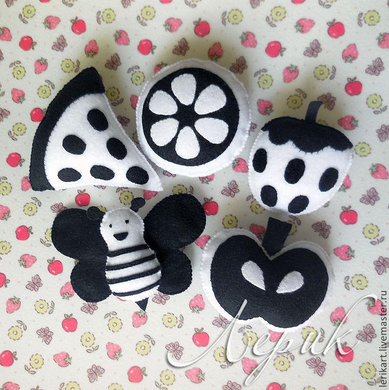Черно белые игрушки для новорожденных купить
