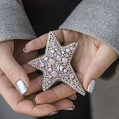 Брошь-булавка ручной работы. Ярмарка Мастеров - ручная работа Вышитая брошь звезда с кристаллами. Розовая брошь в подарок. Handmade.
