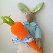 Подарки к праздникам ручной работы. Ярмарка Мастеров - ручная работа Кролик с подарочком. Handmade.
