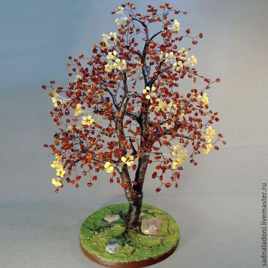 Дерево из натурального янтаря `Цветущей липы аромат`. Авторский дизайн, ручная работа. Статусный подарок. Подарок на любой случай. Цветущее дерево. Сад на ладони. Ярмарка мастеров.