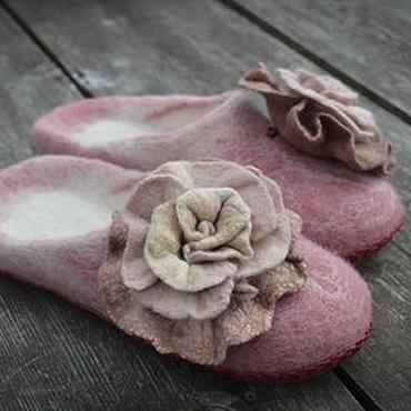 Обувь ручной работы. Ярмарка Мастеров - ручная работа Тапочки с обьемным цветком-брошью. Handmade.