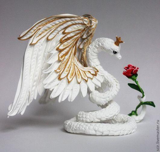 """Игрушки животные, ручной работы. Ярмарка Мастеров - ручная работа. Купить фигурка """"Змея - королева"""" (белоснежная крылатая с алой розой). Handmade."""