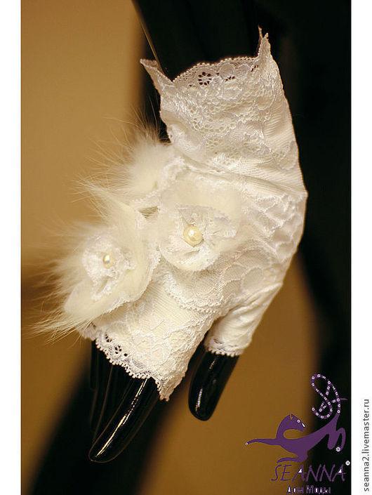 """Варежки, митенки, перчатки ручной работы. Ярмарка Мастеров - ручная работа. Купить Митенки белые с мехом """"Свадебные с натуральным мехом"""". Handmade."""