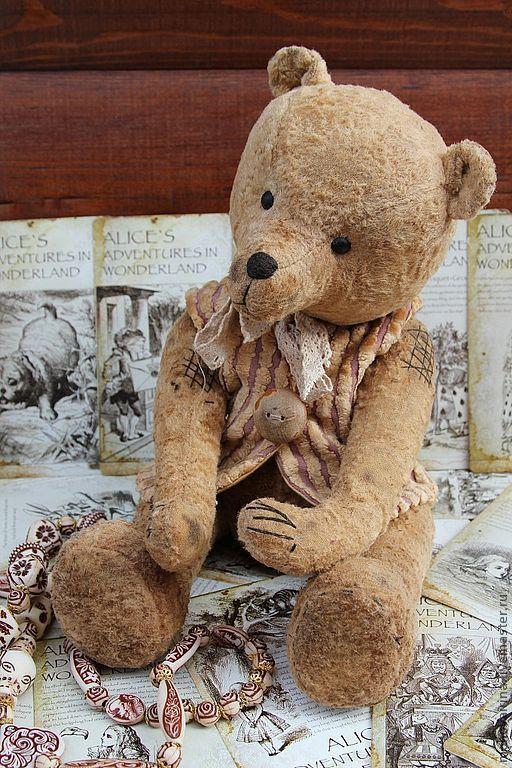 Авторский , коллекционный мишка , в единственном экземпляре . Жерар  родной брат Жака , подвижный мишутка , стоять не любит , но если попросить , то стоит , очень милый , и грустный , ждет свою маму .