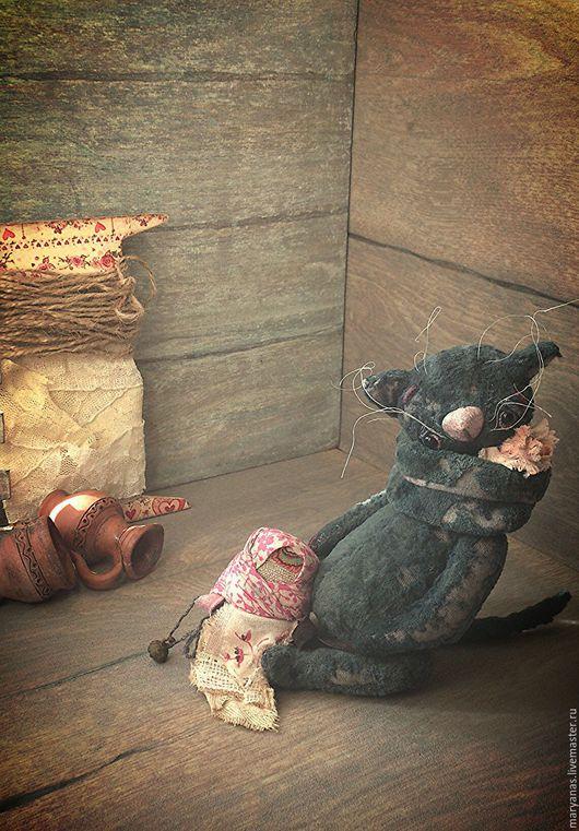 """Мишки Тедди ручной работы. Ярмарка Мастеров - ручная работа. Купить """"Кто в доме хозяйка"""" киска-тедди с народной куколкой. Handmade."""