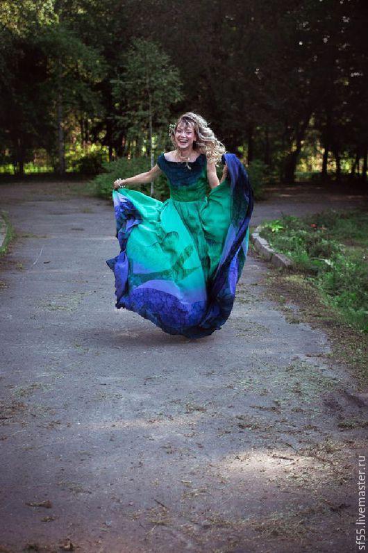 """Платья ручной работы. Ярмарка Мастеров - ручная работа. Купить Платье  из шелка """"Птица счастья"""". Handmade. Абстрактный, Батик, опера"""