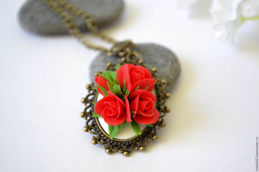 """Колье, бусы ручной работы. Ярмарка Мастеров - ручная работа. Купить Кулон """"Алые розы"""". Handmade. Ярко-красный, кулон"""