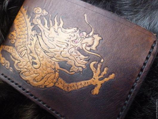 Кошельки и визитницы ручной работы. Ярмарка Мастеров - ручная работа. Купить Кошелек  кожаный Дракон. Handmade. Рисунок, Пирография, коричневый