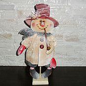 Куклы и игрушки ручной работы. Ярмарка Мастеров - ручная работа Кукла. Снеговик с трубкой (в бежевом). Handmade.