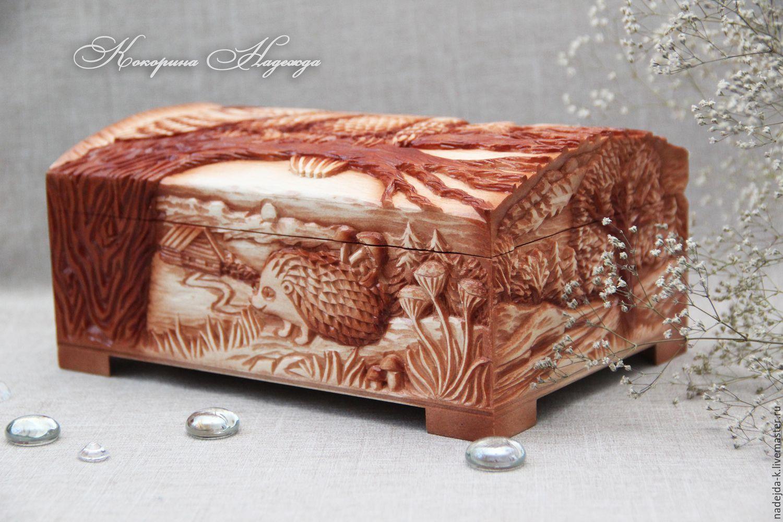 Красивая шкатулка из дерева