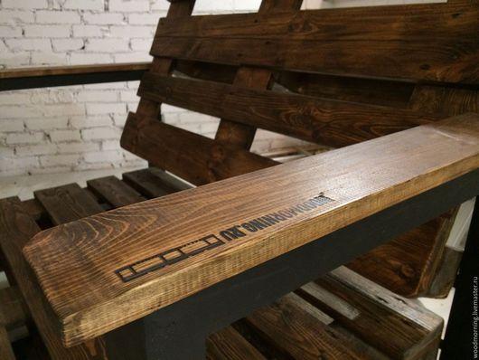 Диван из паллет на колесиках на колесиках от мастерской WoodMoring!  Возможны разные цвета и формы по нашим и вашим эскизам!
